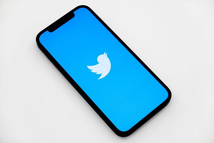 After complaints about eye strain, Twitter changes its appearance again