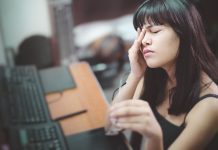 What is an eye migraine?