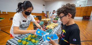 Mobile Farmers Market helps teenagers learn about nutrition